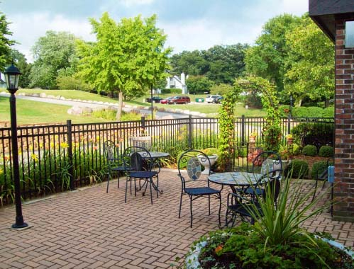 An outdoor patio at HeatherRidge Golf Club